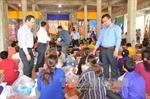 Việt kiều nghèo ở Siem Reap phấn khởi nhận quà của Thủ tướng