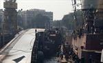 Tàu khu trục Ấn Độ bị lật ngay khi rời bến, 16 người thương vong