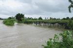 Nhiều địa phương ở Bình Định bị chia cắt do mưa lũ