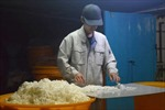 Đến Nhật xem công nghệ sản xuất giấy siêu mỏng