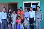 Thăm hỏi cháu bé bị hành hạ ở Campuchia gây phẫn nộ