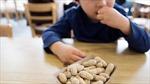 Ăn lạc từ nhỏ để phòng dị ứng lạc khi lớn