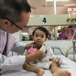 Cứu sống cháu bé 1 tuổi bị dị vật đâm thủng thực quản