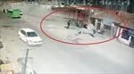 Kinh hãi xe tải mất lái, san phẳng dãy nhà ven đường
