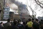 Tòa nhà cao tầng cổ nhất Iran bị sập