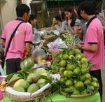 Phiên chợ 'độc' phục vụ sản phẩm an toàn giáp Tết