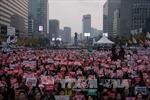 Trời lạnh thấu, 150.000 người Hàn Quốc vẫn ra ngoài phản đối bà Park Geun-hye