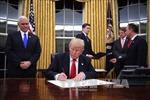 Tân Tổng thống Trump ký sắc lệnh chính thức rút Mỹ khỏi TPP