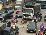 Sát Tết, cảnh sát giao thông bị 'bủa vây' giữa dòng phương tiện đông đúc