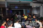 Giải cứu 2 người trong căn nhà bốc cháy tại TP Hồ Chí Minh