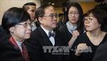 Cựu Trưởng Đặc khu Hong Kong bị tống giam ngay sau khi lĩnh án tù