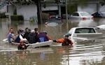 14.000 dân California sơ tán sau trận lũ lớn nhất 100 năm