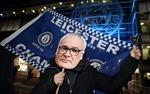 CĐV Leicester tri ân HLV Ranieri, gọi các cầu thủ là những con rắn