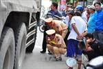 Đồng Nai: Xe tải ben tông 4 xe máy, một phụ nữ mang thai và một học sinh tử vong