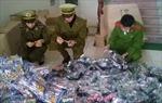 Thanh Hóa bắt lượng lớn đồ chơi bạo lực, thực phẩm không rõ nguồn gốc