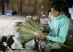 Làm chổi đót truyền thống giúp đồng bào dân tộc thiểu số cải thiện cuộc sống