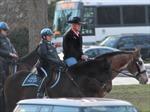 Ngày đầu đi làm, Tân Bộ trưởng Nội vụ Mỹ cưỡi ngựa đến công sở