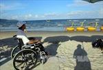 Cựu Thủ tướng Nhật Bản tặng thêm 60 xe lăn cho người khuyết tật Việt Nam