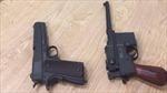 Hành khách từ Hong Kong về Việt Nam mang theo 2 khẩu súng ngắn