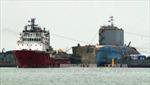 Phà Sewol được đưa lên tàu chở về cảng