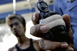 Hiệu bánh Philippines bị ném lựu đạn, 27 người thương vong