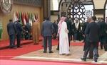 Tổng thống Lebanon ngã sấp mặt trước cuộc họp quan trọng