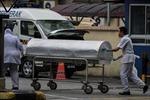 Thi thể ông Kim Jong-nam được đưa đến sân bay để tới Trung Quốc