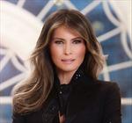 Bà Melania đeo nhẫn 25 carat chụp ảnh chân dung đầu tiên tại Nhà Trắng