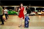 Giang Hồng Ngọc váy đỏ rực rỡ đi lưu diễn cùng Phi Nhung