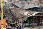 TP Hồ Chí Minh: Sập giàn giáo công trình, hai người thương vong