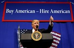 Ông Trump ký sắc lệnh 'thuê người Mỹ', cơ hội nào cho lao động nước ngoài?