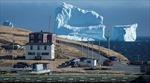 Hùng vĩ cảnh băng khủng 'lạc trôi' vào bờ biển Canada