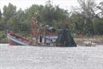 Va chạm trên sông Gành Hào, ghe chở cát 17 tấn bị chìm