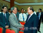Thủ tướng thăm Đại sứ quán và cộng đồng Việt Nam tại Campuchia