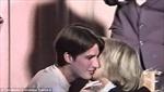 Ứng viên Tổng thống Pháp Macron 'dám' hôn vợ từ năm 15 tuổi