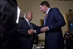 Nghi vấn về nguyên nhân ông Trump sa thải Giám đốc FBI Comey