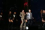 The Voice 2017: 'Vũ điệu cồng chiêng' của Tóc Tiên không cứu được Trần Tùng Anh