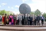 Kỷ niệm 127 năm ngày sinh Chủ tịch Hồ Chí Minh tại Nga và Séc