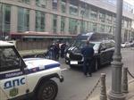 Khiếp vía cảnh 'xe tải điên' đâm nát 19 xe ô tô