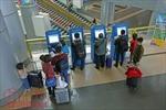 Mất cơ hội đi máy bay vì gây sự với tiếp viên, hành khách và dùng giấy tờ giả