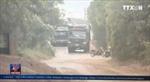 Hà Nội: Xe chở cát từ bến Lời băm nát đường liên thôn