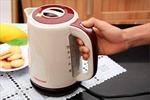 Làm gì để không bị điện giật khi sử dụng ấm đun nước siêu tốc?