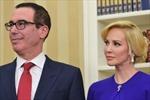 Bộ trưởng Tài chính Mỹ lấy diễn viên kém 18 tuổi, vợ chồng Tổng thống Mỹ là khách hạng A