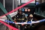 Tàu điện ngầm trật ray ở New York, hàng chục người bị thương