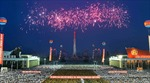 Thử tên lửa ICBM xong, Triều Tiên rộn ràng trong pháo hoa và dân vũ