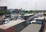 Loay hoay giải quyết ùn tắc giao thông khu vực sân bay Tân Sơn Nhất