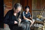 Giữ nghề làm khèn của đồng bào Mông