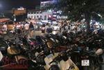 Du khách bị chặt chém khi gửi xe ở phố đi bộ của Hà Nội