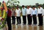 Phó Thủ tướng Trương Hòa Bình dâng hương tại Tượng đài Mẹ Việt Nam Anh hùng
