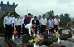 Phó Thủ tướng Vũ Đức Đam thăm và tặng quà gia đình chính sách tỉnh Kon Tum